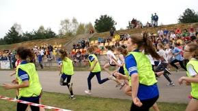 dziewczęta rozpoczynają wyścig