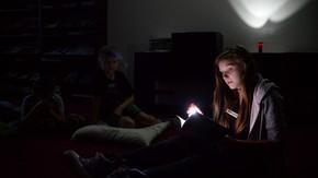 czytanie przy latarce, fot.RCBM