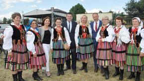 Zaborowianki z przewodniczącą Rady Powiatu w Szydłowcu, starostą szydłowieckim i burmistrzem Szydło