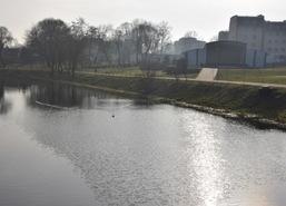 Zbiornik retencyjny - Dunaj. W tle: Amfiteatr w Lubrańcu