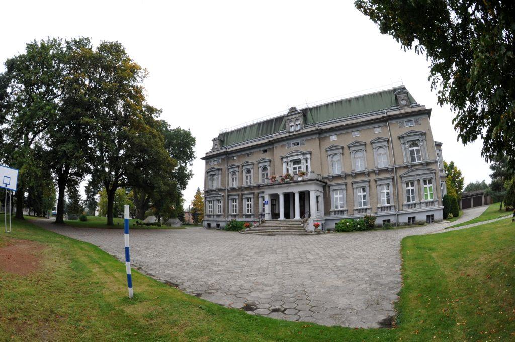 Pałac w Pogrzebieniu