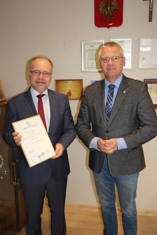 Grzegorz Niestrój - Wójt Gminy Kornowac oraz Dariusz Hejmej - PRS Certyfikacja (link otworzy duże zdjęcie)