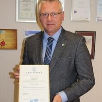 Wójt Gminy Kornowac z certyfikatem (link otworzy duże zdjęcie)