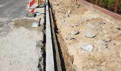 Chodnik przy ul. Liliowej w przebudowie (link otworzy duże zdjęcie)