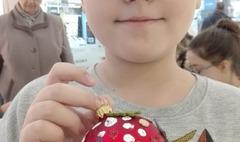 Dekorowali ozdoby świąteczne w szczytnym celu (link otworzy duże zdjęcie)