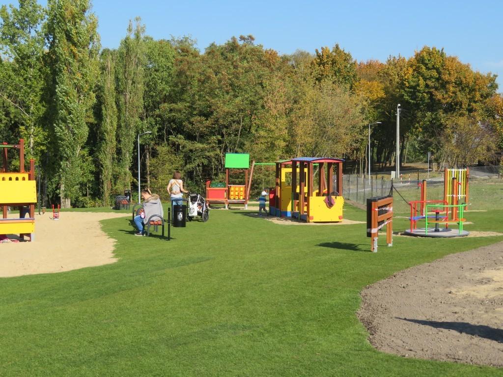 Ścianka wspinaczkowa, nowy plac i strefa dla seniorów (link otworzy duże zdjęcie)