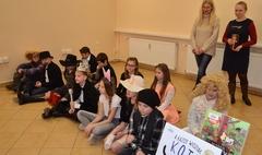 Uczniowie SP3 w przedstawieniu dla przedszkolaków (link otworzy duże zdjęcie)