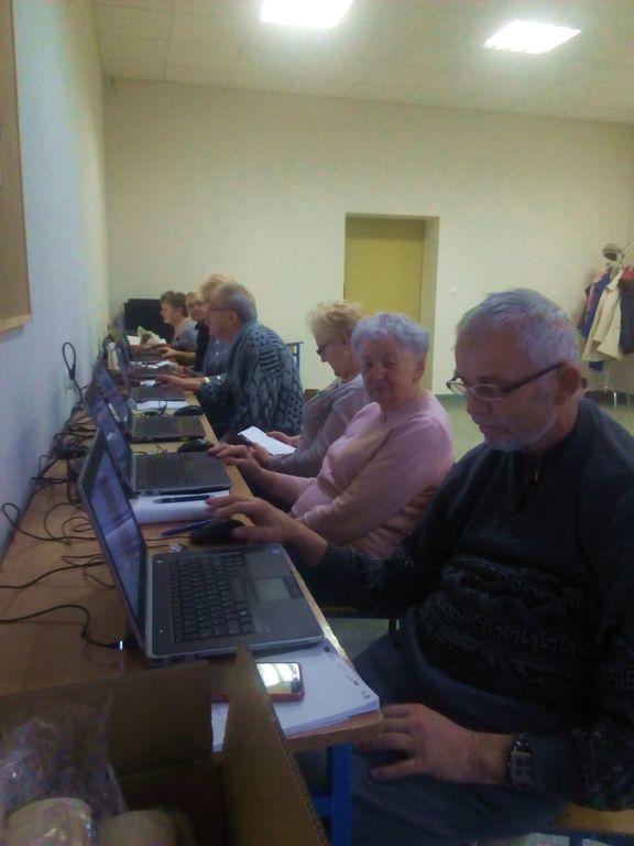 Podsumowanie komputerowych szkoleń dla seniorów (link otworzy duże zdjęcie)