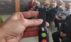 60 seniorów otrzymało bransoletki życia