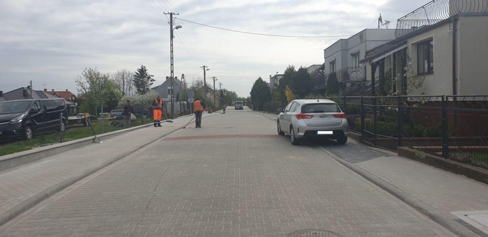 Ulica Krańcowa z nowymi chodnikami i nawierzchnią (link otworzy duże zdjęcie)